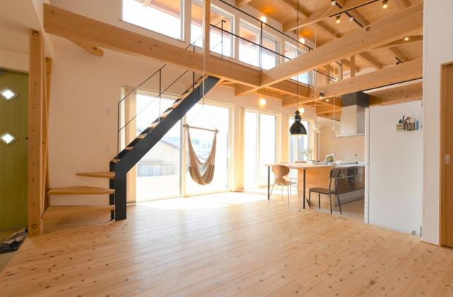 浜砂住建 平屋だけど+αのボーナス空間のあるモデルハウス「キッチンが中心の平屋」(宮崎市)