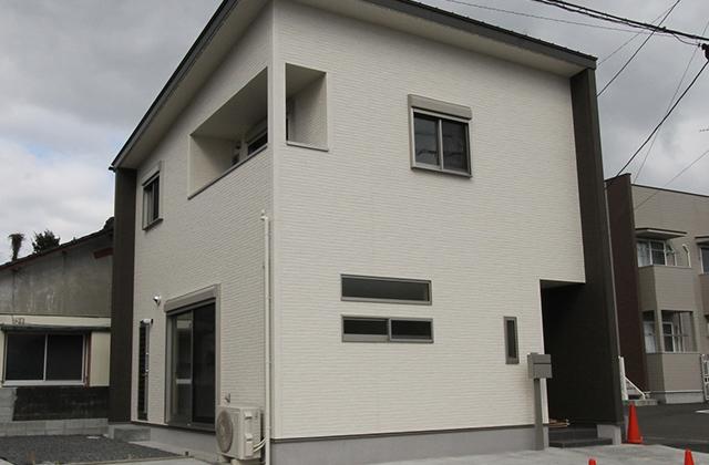 ニシヤマホーム 断熱性能や収納力にもこだわったコンパクトながらも充実した機能の2階建ての家 (都城市)